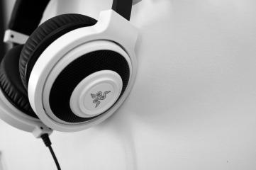 headphones-1377193_1280
