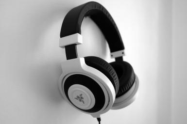 headphones-1377194_1280