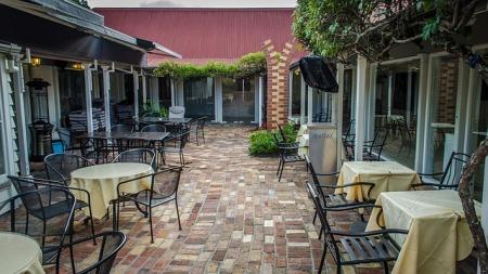 restaurant-435588_640