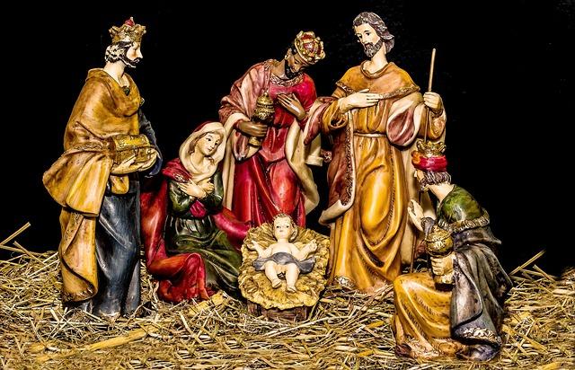 christmas-crib-figures-1905869_640
