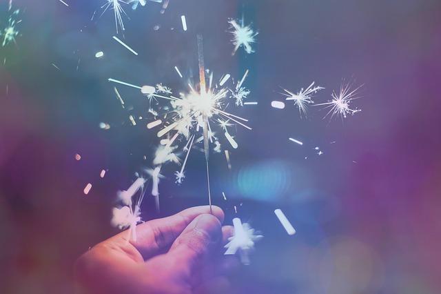 sparkler-1941779_640.jpg