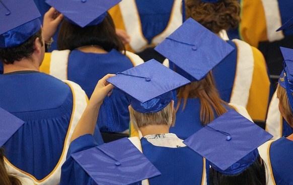 graduation-1477769_640.jpg
