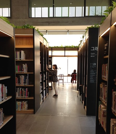 library-804498_640