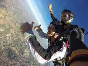 parachute-1702689_640