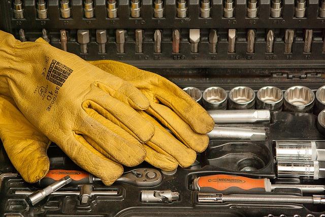 gloves-1192164_640