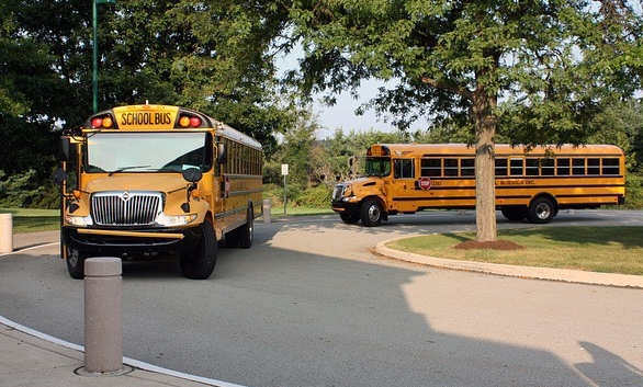 school-bus-1770047_640