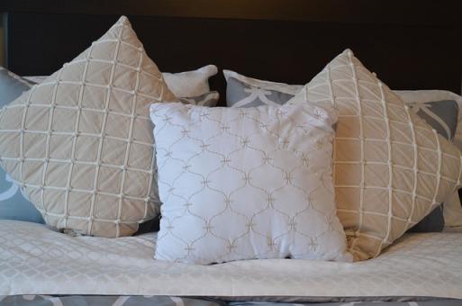 pillows-1090466_640