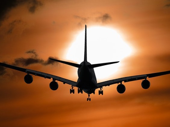 aircraft-1362587_640