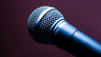 microphone-1716069_640