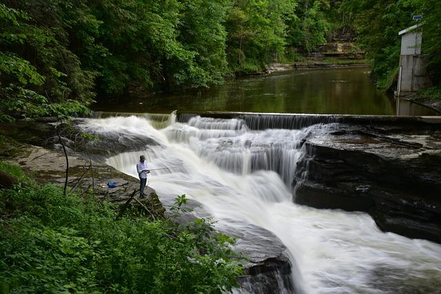river-2700561_640