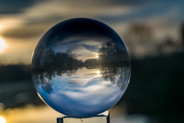 glass-ball-1974826_640.jpg