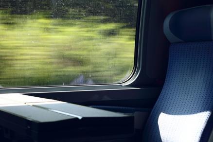 train-2370170_640