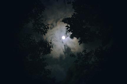 moon-1180345_640