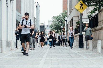 pedestrians-918471_640-2