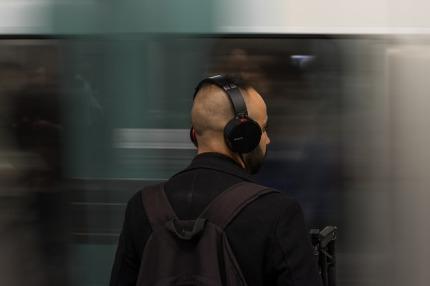 headphones-5296552_640